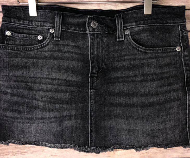 Levi's Black Denim Skirt