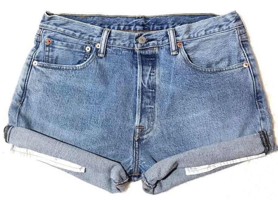 Levi's Women's Levi 501 Light Wash Button Fly High Waisted Denim Jean Mom Shorts Cuffed Festival Coachella