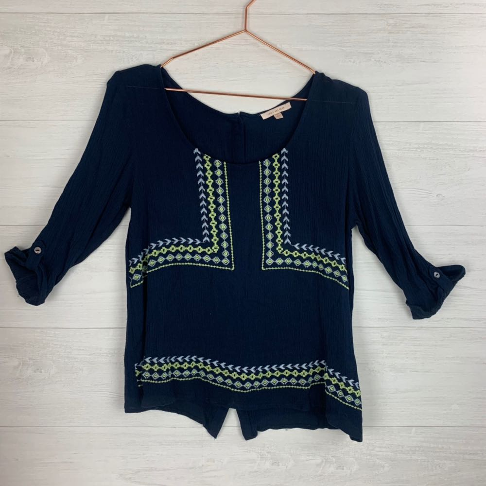 Skies Are Blue embroidery button down back top
