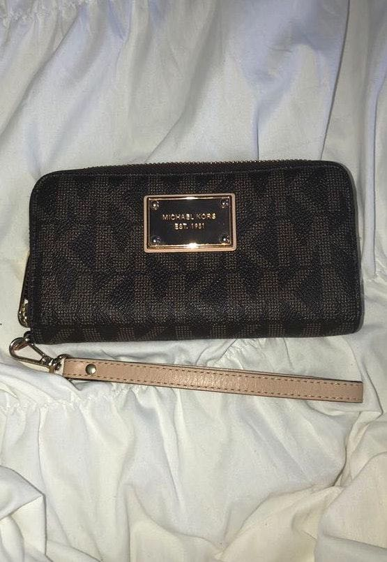 Michael Kors Wristlet/ Wallet