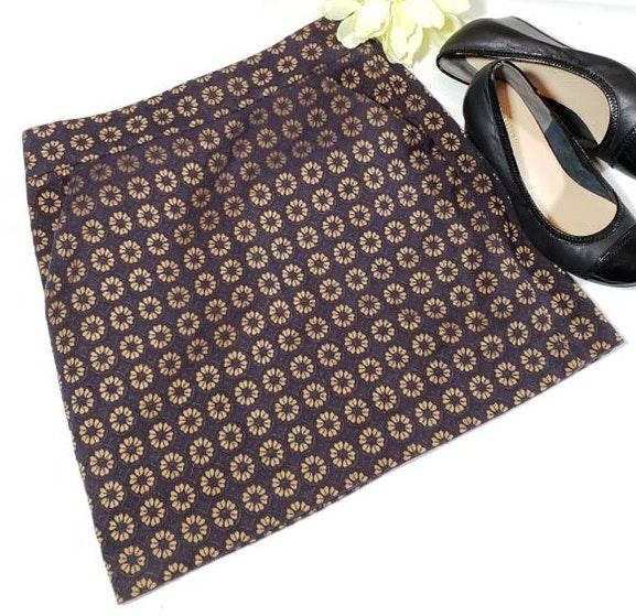 Ann Taylor PETITES Gold Flower Mini Skirt With Pockets.