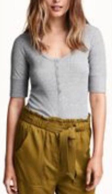 H&M NEW W TAGS  Gray Ribbed Henley Top