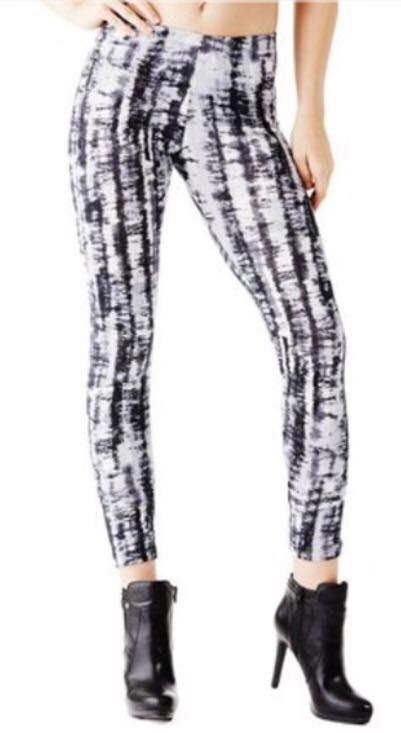 7aa6994f39b2a2 Guess Black and White Danise Tie Dye Leggings | Curtsy