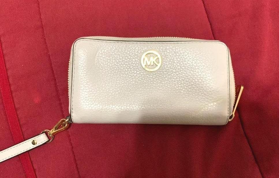 e679b29357 Michael Kors MK Wallet