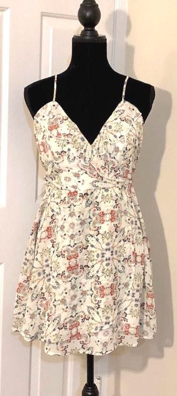 Speechless NWT  Chiffon Floral Cream Dress Size L