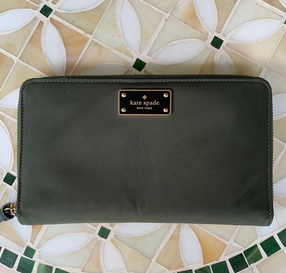 Kate Spade Kaden Travel Wallet Green For Fall