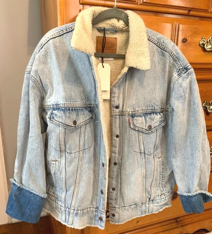 Levi's Jean Jacket With Fur Lining