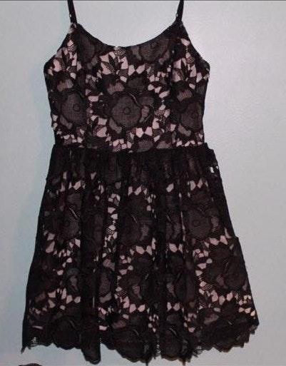 Alice + Olivia Black Floral Lace dress