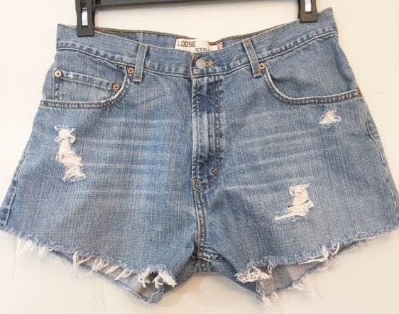 Levi's 569 loose fit, high waist cut off shorts 33