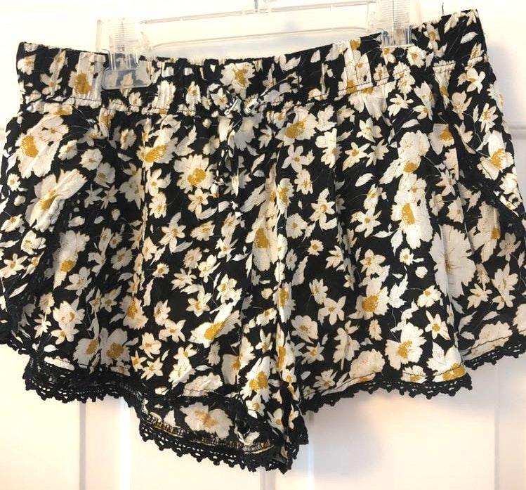 Ecote Flowy Shorts