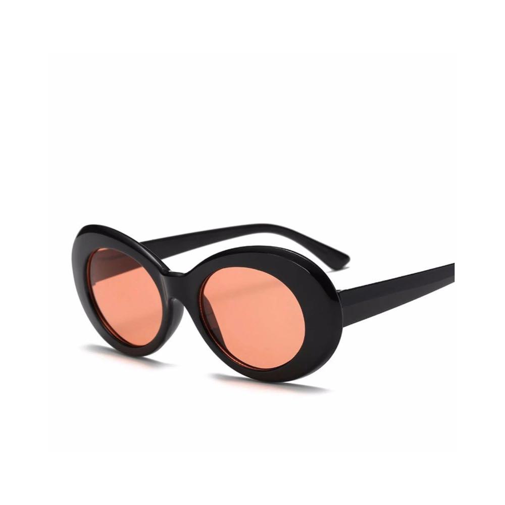 Black oval sunglasses