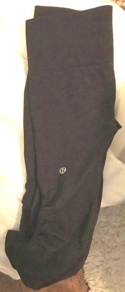 Lululemon 3/4 dark grey leggings