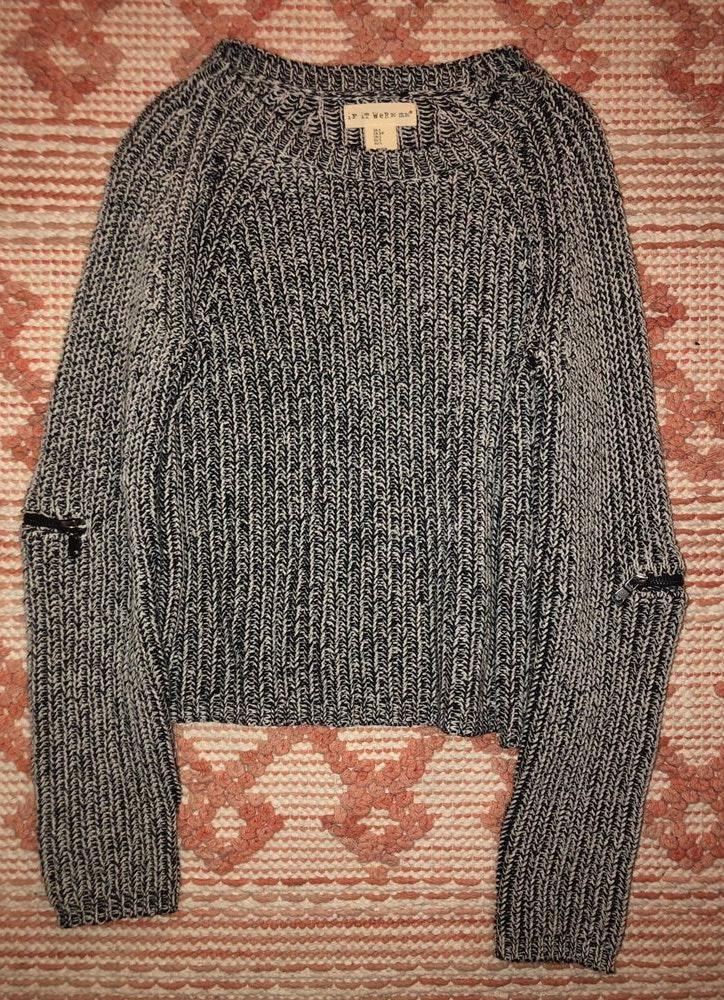 Black And White Sweater With Black Zipper Detail