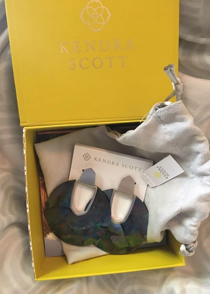 Kendra Scott NWT Gray Marble Earrings