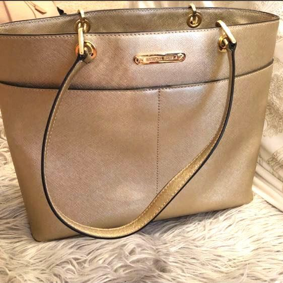 79e2d363e3ed32 We're the buy/sell app for cute clothes. Say to being bored of your  clothes. Home Gold Michael Kors Tote