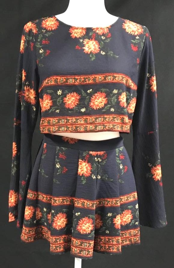 L'ATISTE Bell Sleeve Floral Two Piece Set
