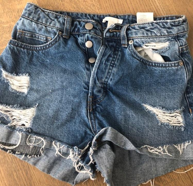 fe5ea2df9 Levi's High Waisted Cut Off Short With Classic Patch   Curtsy