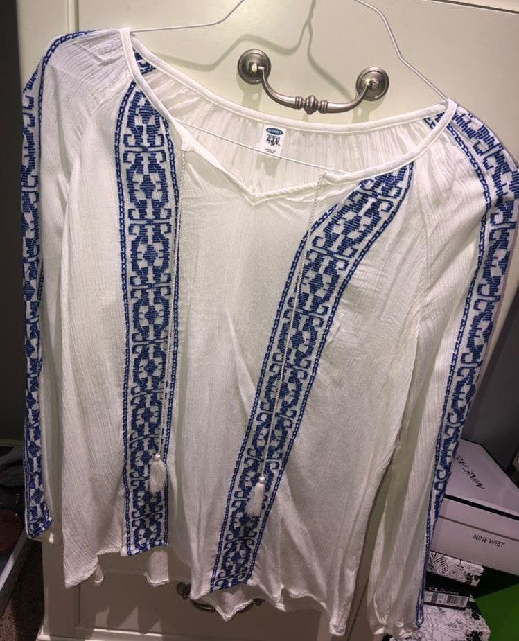 Old Navy blue and white top