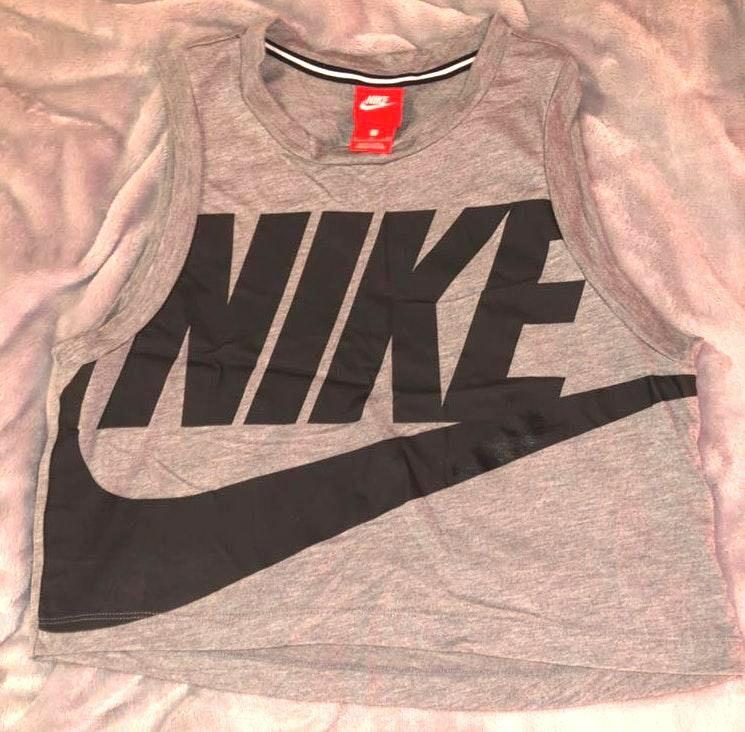 Nike Cropped Gray Tank