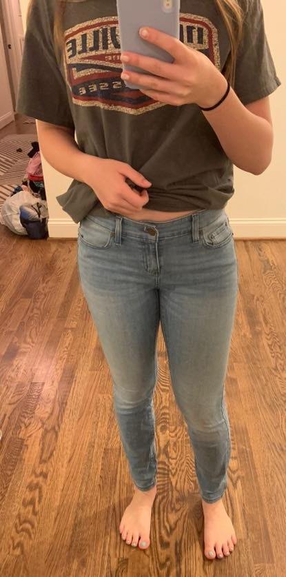 Vineyard Vines light wash skinny jeans