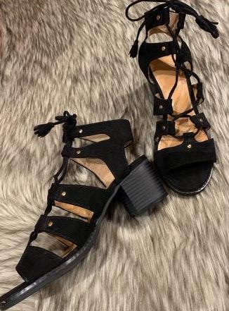 d0bb2ef803a We re the buy sell app for cute clothes. Say to being bored of your  clothes. Home Old Navy Black Gladiator Sandal