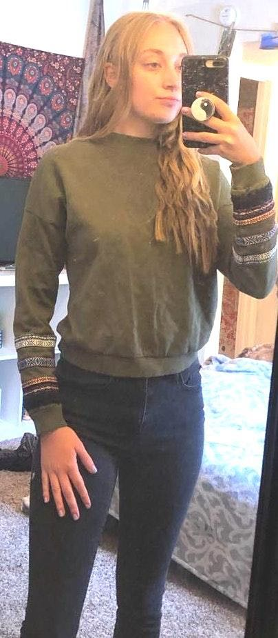 Divided Dark Green Sweatshirt with Embroidered Sleeves