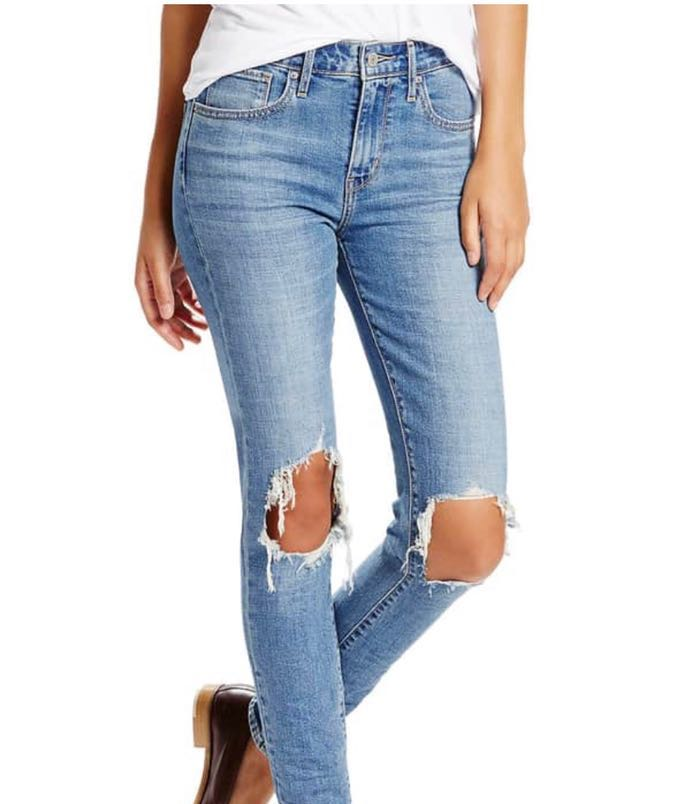 American Eagle Outfitters Ripped Light Wash Jeans