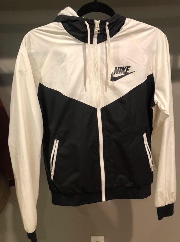 Nike Women's Wind Breaker